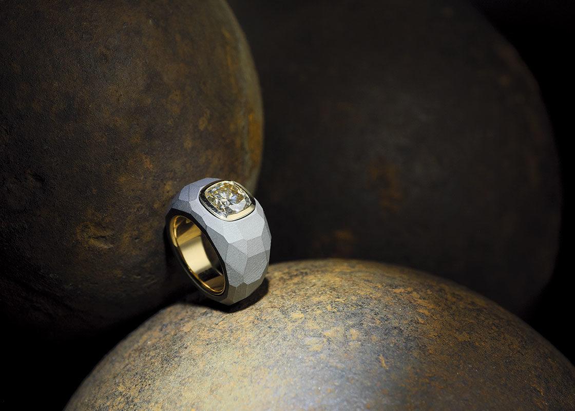 Bernhard Grassl: Diamant-Ring in Eisen und Gold